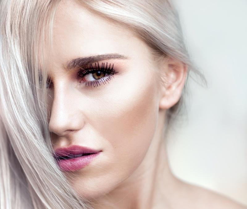 Couleur des cheveux blanc sans jaune